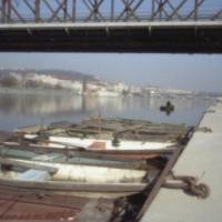 Pod železničním mostem